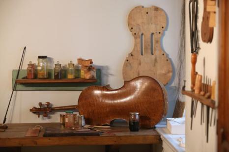Скрипки Антонио Страдивари на выставке в Оксфорде. Фото: Oli Scarff/Getty Images