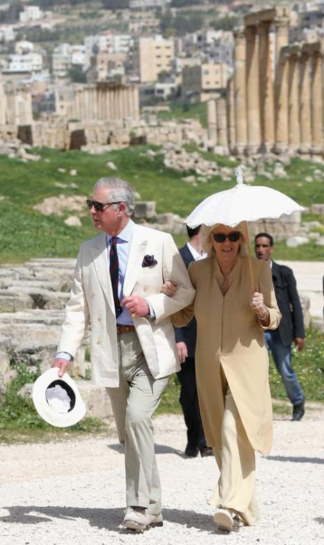 Принц Чарльз и Камилла посетили лагерь с сирийскими беженцами. Фото:  Chris Jackson - Pool/Getty Images