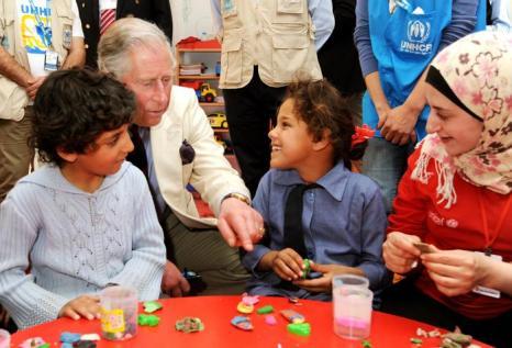Принц Чарльз и Камилла посетили лагерь с сирийскими беженцами. Фото: John Stillwell - Pool/Getty Images
