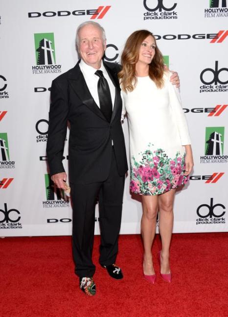 Джулия Робертс и продюсер Джерри Вайнтрауб на вручении 17-й ежегодной кинопремии Голливуда Hollywood Film Awards 21 октября 2013 года в Беверли-Хиллз, Калифорния (США). Фото: Jason Kempin/Getty Images