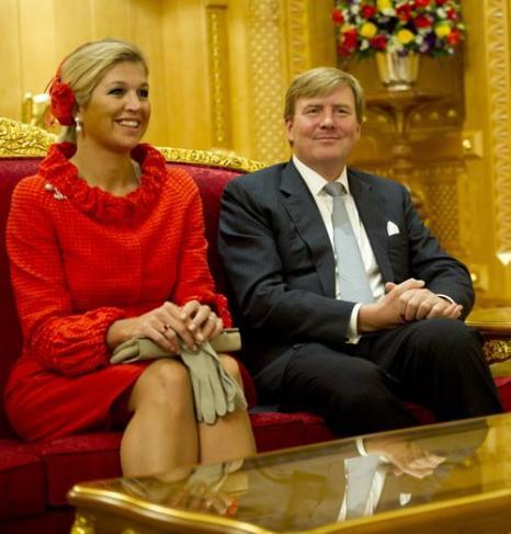 Принц Виллем-Александр с женой Максимой. Фото: ROBIN UTRECHT/AFP/Getty Images