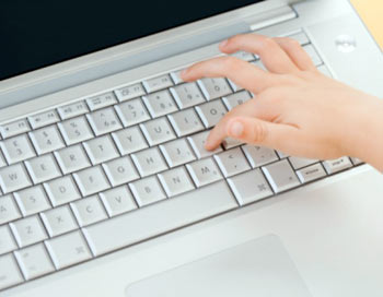 Несовершеннолетние киберпреступники. Фото: Photos.com