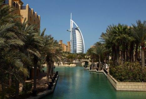Пляжные курорты ОАЭ – это, прежде всего, Дубаи. Фото: Julian Finney/Getty Images