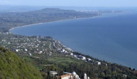 Побережье Чёрного моря возле Сухуми (Абхазия). Фото: KAZBEK BASAYEV/AFP/Getty Images