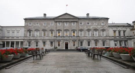 Ленстер-хаус, резиденция ирландского парламента в Дублине. Фото: PETER MUHLY/AFP/Getty Images