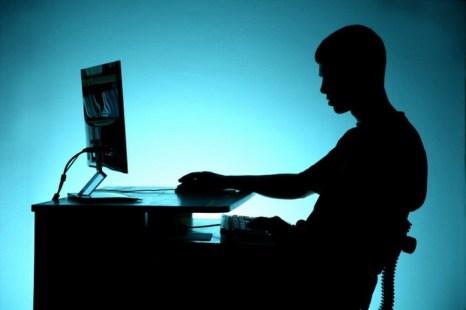 Можно ли защитить детей от людей, выискивающих жертв через Интернет? Фото: Shutterstock*