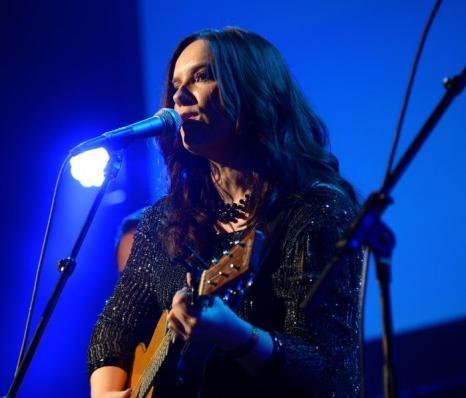 Певица Бренди Кларк выступила на 51-й церемонии награждения лучших исполнителей музыки кантри премией ASCAP в Нэшвилле 4 ноября 2013 года. Фото: Michael Loccisano / Getty Images