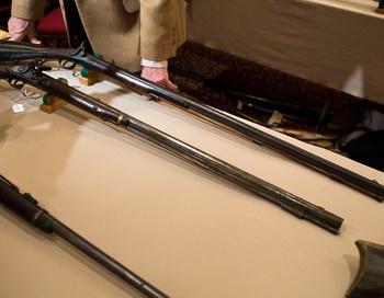 Выставка оружия. Фото: Christopher Capozziello/Getty Images
