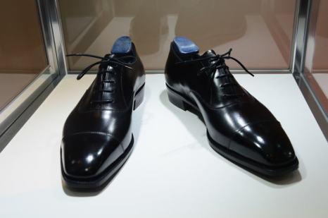 Обувь на аукционе вещей передового дизайна «Джони и Марк» в Нью-Йорке 23 ноября 2013 года. Фото: Theo Wargo/Getty Images for (RED)