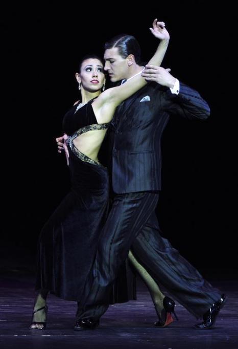 Первое место чемпионата мира по танго 2013 завоевали аргентинцы Флоренсия Сарате Кастилья и Гвидо Паласиос в аргентинской столице Буэнос-Айресе 27 августа 2013 года. Фото: DANIEL GARCIA/AFP/Getty Images