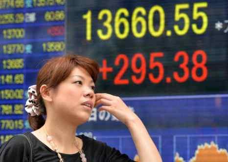 Япония: июль вновь показал торговый баланс в минусе. Перестройка денежно-кредитной и экономической политики под руководством премьер-министра Синдзо Абэ, вероятно, только временно оживит экономику, считают эксперты немецкого Бундесбанка в отличие от экономистов японского эмиссионного банка. Фото: YOSHIKAZU TSUNO/AFP/Getty Images