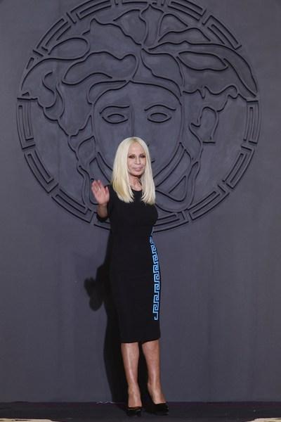 Донателла Версаче. Осень-зима 2011: коллекция Versace , 24 февраля 2011, Милан, Италия. Фото: Vittorio Zunino Celotto/Getty Images