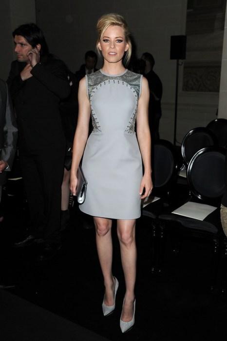 Знаменитости на показе моды Versace Haute Couture  в Париже. Elizabeth Banks. Фоторепортаж.  Фото:  Pascal Le Segretain/Getty Images