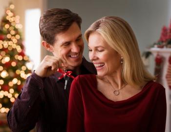 Выбрав, что подарить любимой на Новый год, не забудьте об оформлении. Фото: Getty Images