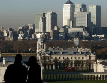 В настоящее время Лондон является городом, который делает наибольшие инвестиции в недвижимость. Фото: JUSTIN TALLIS/AFP/Getty Images