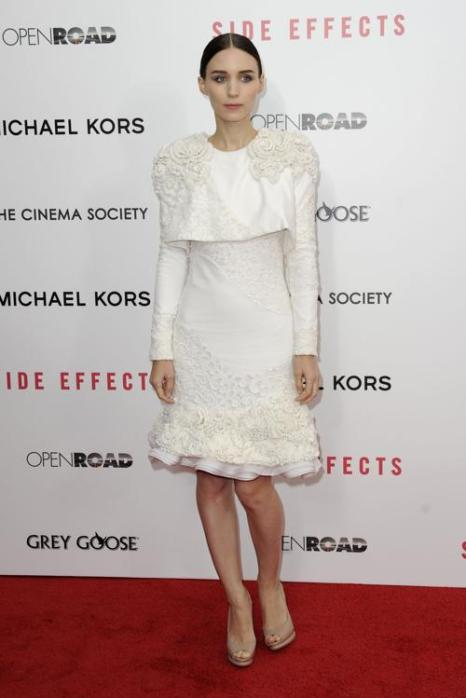 Руни Мара на премьере фильма «Побочный эффект» в Нью-Йорке, 31 января 2013 года. Фото: Dave Kotinsky / Getty Images