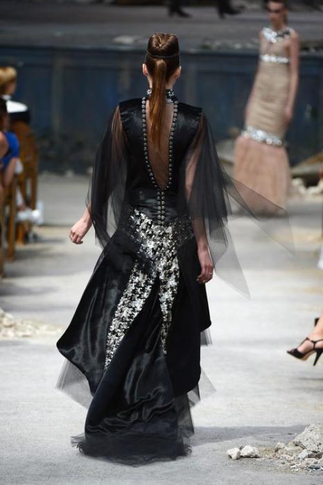 Коллекция Chanel сезона осень-зима 2013/2014 на Неделе высокой моды в Париже. Фото: Pascal Le Segretain/Getty Images