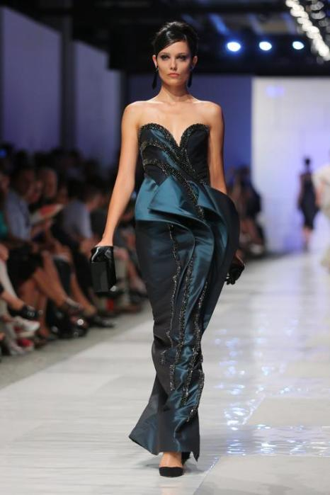Показ итальянского бренда Sarli Couture осень-зима 2013 прошёл на неделе моды AltaRoma в Риме.  Фото: Ernesto Ruscio/Getty Images