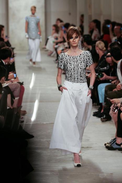 Карл Лагерфельд представил коллекцию Chanel в Сингапуре. Фото: Rahman Roslan/Getty Images