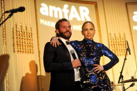 Дженнифер Лопес получила гуманитарную премию amfAR. Фото: Jamie McCarthy/Getty Images