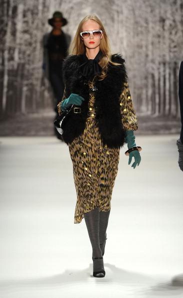 Коллекция  Michelle Smith на Неделе моды Mercedes Benz Fashion Week 2011, 16 февраля 2011,  Линкольн-центр, Нью-Йорк.  Фото: Frazer Harrison/Getty Images