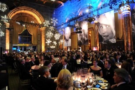 Наряды гостей на  ежегодном благотворительном балу