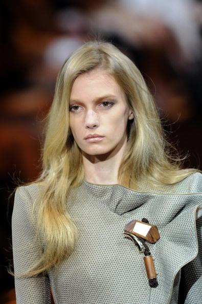 Коллекция Armani Prive на Неделе моды Haute Couture сезона осень-зима 2010-2011 в Париже. Фото:BERTRAND GUAY/AFP/Getty Images
