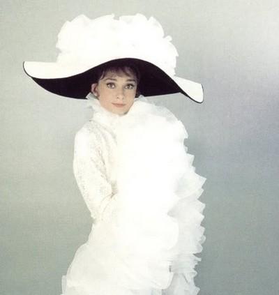 Королева шляпок - Одри Хепберн. Мода. Фоторепортаж. Фото с kanzhongguo.com