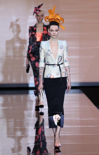 Показ осеннее-зимней коллекции Giorgio Armani Prive 2011/2012 на Неделе Высокой моды в Париже. Фото: PIERRE VERDY/AFP