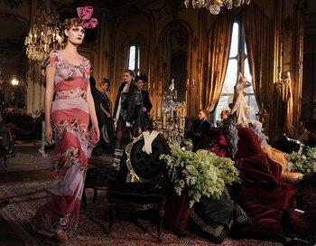 Платье из коллекции дома Диор. Фото: Getty Images