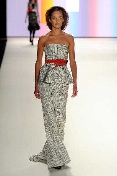 Коллекция модной одежды Carolina Herrera осень 2012. Фото: Frazer Harrison/Getty Images