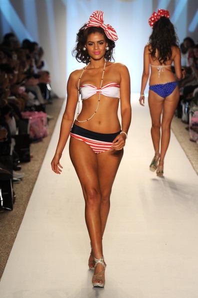 Коллекция купальных костюмов Nicolita на Merecedes-Benz Fashion Week Swim 2012. Фото:  Frazer Harrison/Getty Images Entertainment