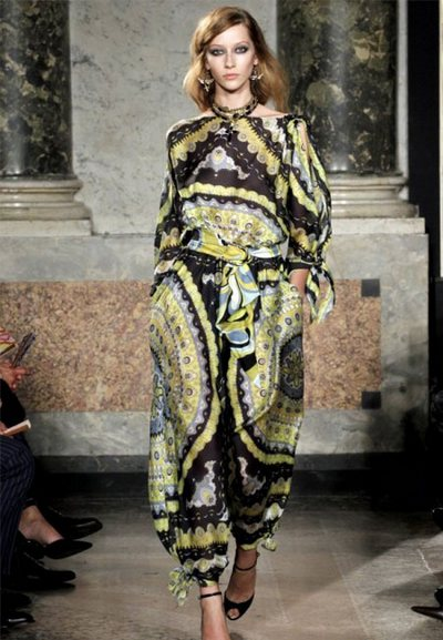 Цветочный пейсли – наследие классики. Фото: millionlooks.com