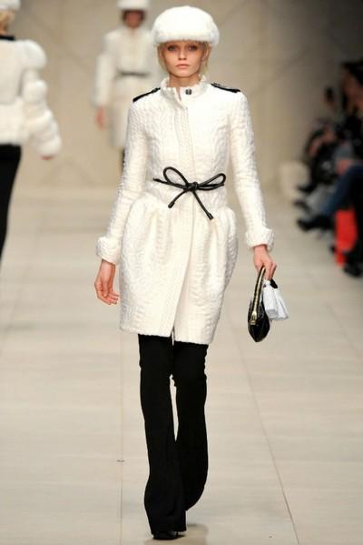 Модные пальто и тренчи сезона осень-зима 2011/2012 от Burbbery Prorsum. Фото: fashionwalk.ru