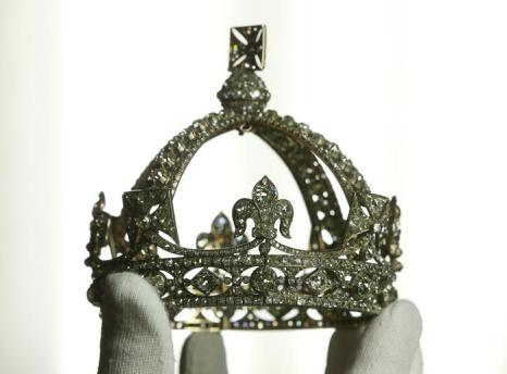 Ювелирные изделия к празднованию юбилея правления королевы Елизаветы II.  Малая корона королевы Виктории 1870 года. Фото: Peter Macdiarmid/Getty Images