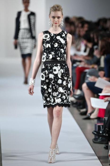 Платья для лета на показе моды Oscar de la Renta Resort 2013 в  Нью-Йорке. Фоторепортаж. Фото: Thomas Concordia/Getty Images