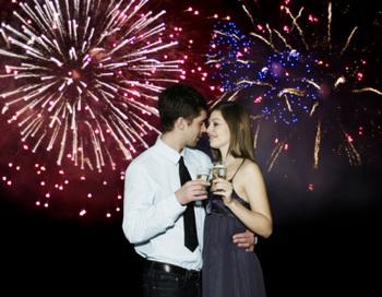 В России сегодня никто не может представить новогоднее торжество без наряженной елки, фейерверков и салютов, бокалов, наполненных шампанским, и сладкого запаха мандаринов. Фото: Getty Images