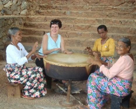 Как вести в общественных местах в Шри-Ланке. Фото: elephantours.com