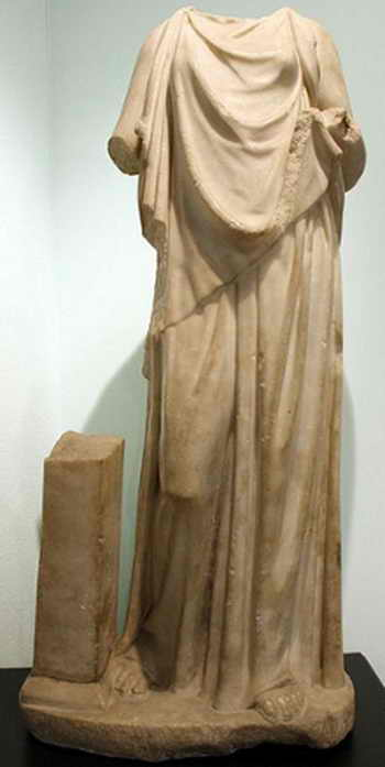 Статуя женщины из Кесарии (Израиль), носящей пеплос (I-II вв. н. э.). Фото: Giovanni DallOrto/Wikimedia