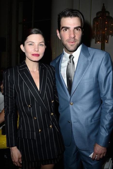 Дельфин Шанеак (л) и Закари Куинто посетила показ Versace на Неделе высокой моды в Париже 1 июля 2013 года. Фото: Pascal Le Segretain/Getty Images
