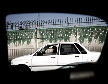 На дороге в Тегеране. Фото: BEHROUZ MEHRI/AFP/Getty Images