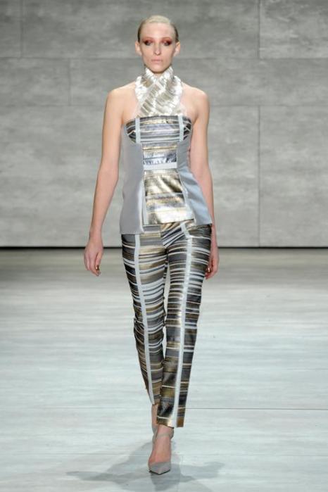 Бибу Мохапатра представил 12 февраля блестящую коллекцию женской одежды Bibhu Mohapatra 2014 на Неделе моды в Нью-Йорке. Фото: Arun Nevader/Getty Images for Mercedes-Benz Fashion Week