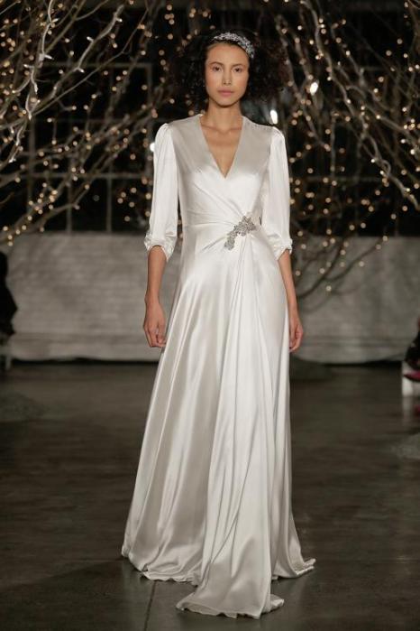 Дженни Пэкхэм, любимый дизайнер супруги принца Чарльза, герцогини Кембриджской Кэтрин, представила 11 октября 2013 года на нью-йоркской неделе свадебной моды коллекцию платьев Jenny Packham осеннего сезона 2014 года. Фото: Randy Brooke/Getty Images for TRESemme