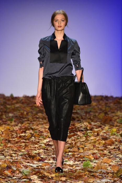 Давид Тамошевский представил коллекцию женской одежды сезона осень-зима 2014/2015 на берлинской Неделе моды 15 января 2014 года. Фото: Frazer Harrison / Getty Images для Mercedes Benz