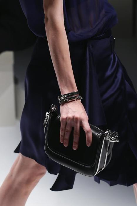 Модели представили женскую одежду и аксессуары Salvatore Ferragamo весна-лето 2014 на показе Недели моды в Милане 22 сентября 2013 года. Фото: Vittorio Zunino Celotto/Getty Images