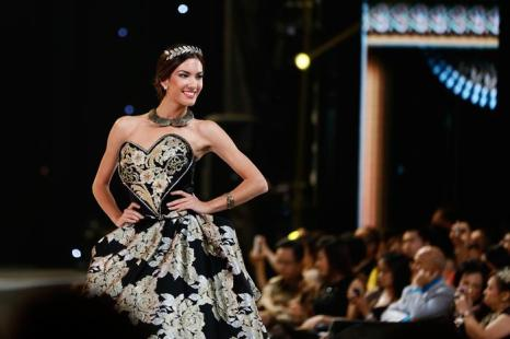 Представительница Черногории по подиуму в рамках международного конкурса красоты Мисс мира 2013 на индонезийском острове Бали 24 сентября 2013 года. Фото: Putu Sayoga/Getty Images