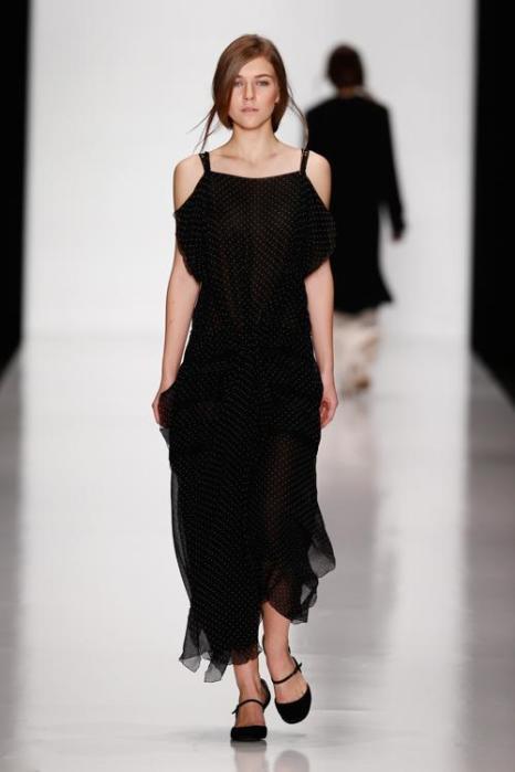 Белорусский дизайнер Лена Цокаленко представила 28 октября 2013 года в Манеже новую коллекцию лёгких платьев lena tsokalenko 2014 в рамках российской Недели моды. Фото: Andreas Rentz/Getty Images for Mercedes-Benz Fashion Week Russia