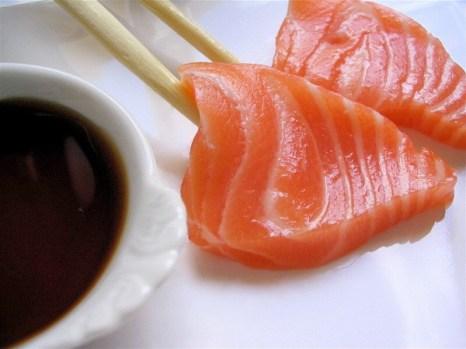 Японская кухня, доставка обедов, караоке-бар - достойный подарок на праздник. Фото с images.yandex.ru