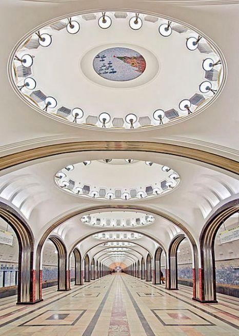Вертикальная панорама станции метро Маяковская. Фото с сайта wikimedia.org
