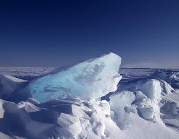 Хребет морского льда в Арктике. Фото: С. Laxon